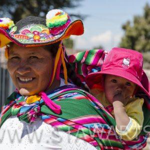 _E3A6911_Peru_Titicacasee_Frau mit Baby